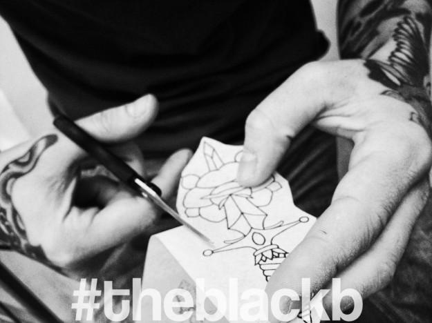 #attoo #knife #barbarabozzini #theblackb #andreanatale #blackrosetattoostudio