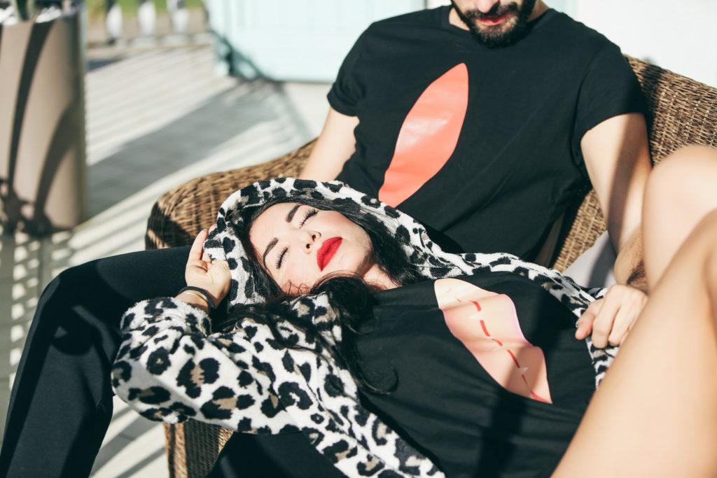 BARBARA BOZZINI indossa Lanuvelvag T-SHIRT,iconica maglietta